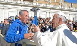 Pápež požehnal pochodeň Mierového behu